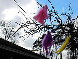 春の訪れを祝うスウェーデンのイースター「ポスク」