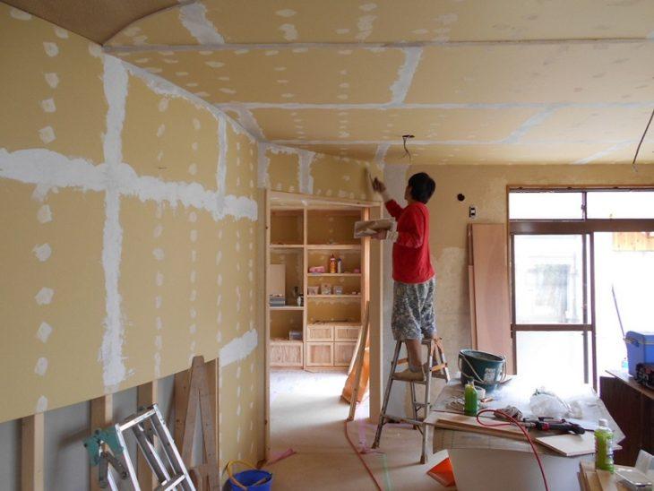左官工事珪藻土塗が進んでいますvintage Houseヴィンテージハウス